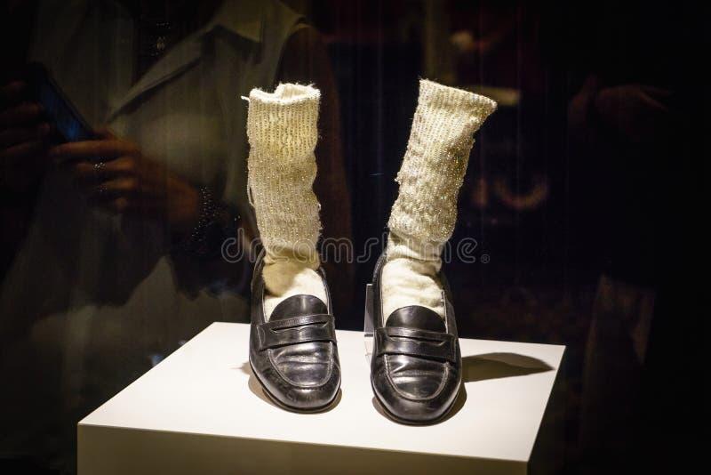 Las Vegas, los E.E.U.U. - julio de 2016 ` Florsheim Shoes de Michael Jackson y calcetines con la tira de Las Vegas de los diamant foto de archivo libre de regalías