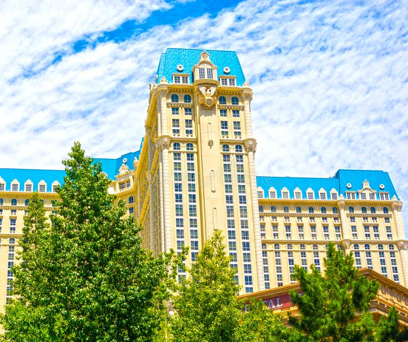 Las Vegas, los Estados Unidos de América - 5 de mayo de 2016: La vista del hotel de París en la tira de Las Vegas fotografía de archivo libre de regalías