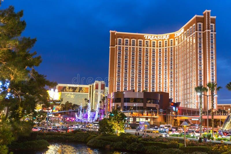 LAS VEGAS - 29 MAI 2015 : H?tel et casino d'?le de tr?sor ? Vegas Cette station de vacances orient?e des Cara?bes a un h?tel avec images stock