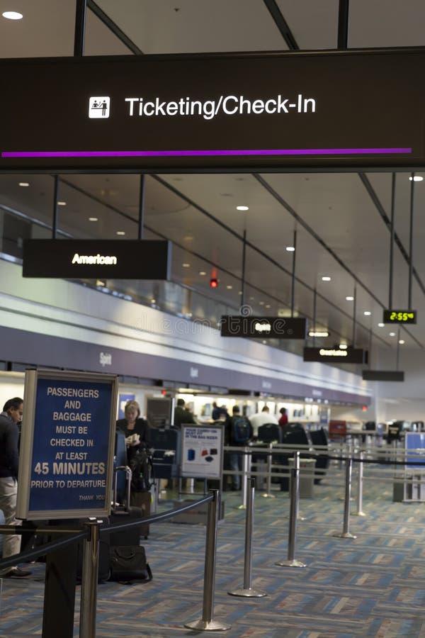Le contrôle dans le secteur à l'aéroport de McCarren à Las Vegas, nanovolt mars photographie stock libre de droits