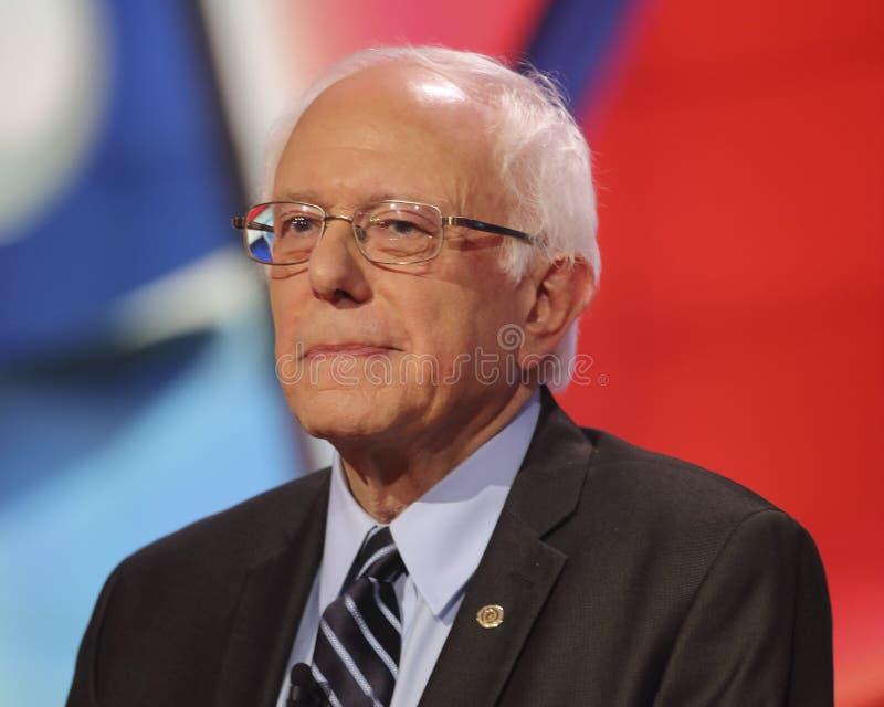LAS VEGAS, NANOVOLTIO - 13 DE OCTUBRE DE 2015: (LR) el discusión presidencial Democratic ofrece al candidato U S Senador Bernie S imagen de archivo