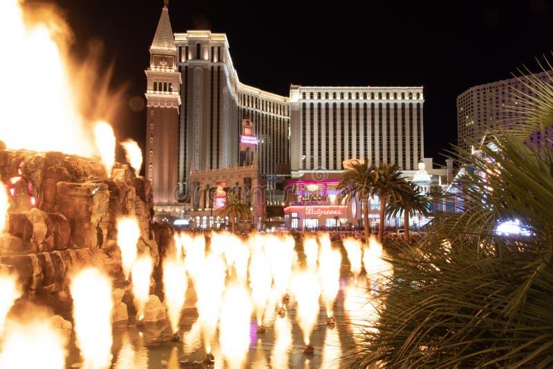 Las Vegas, nanovoltio, los E.E.U.U. 09032018: opinión de la noche del veneciano del volcán del espejismo imagen de archivo libre de regalías