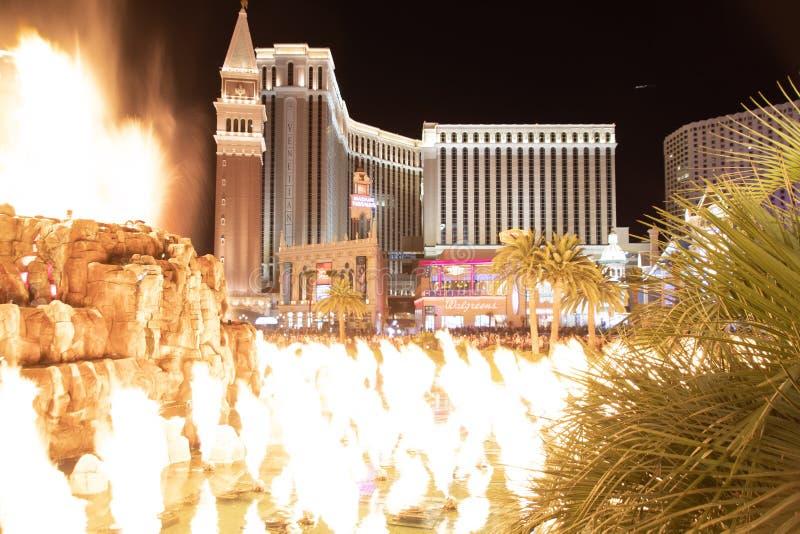 Las Vegas, nanovoltio, los E.E.U.U. 09032018: opinión de la noche del veneciano del volcán del espejismo foto de archivo libre de regalías