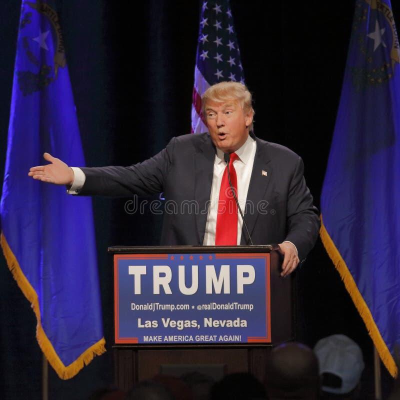 LAS VEGAS NEVADA, DECEMBER 14, 2015: Den republikanska presidentkandidaten Donald Trump talar på aktionhändelsen på Westgate Las  royaltyfria bilder