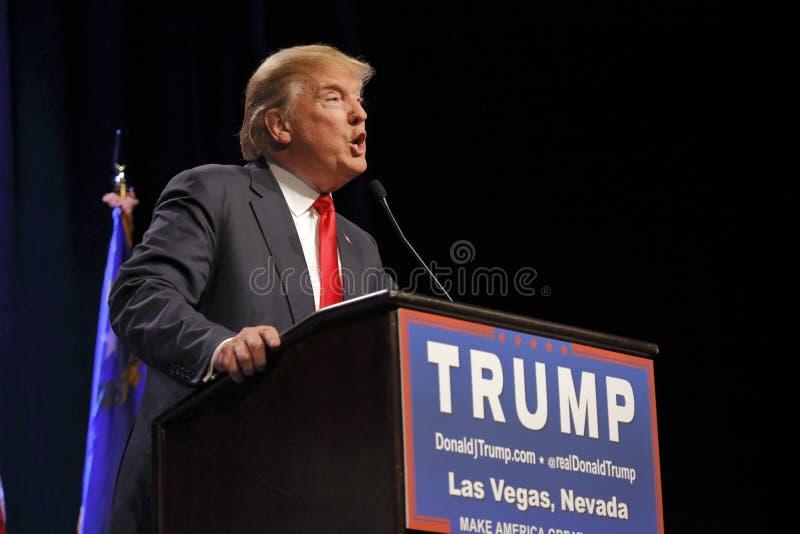 LAS VEGAS NEVADA, DECEMBER 14, 2015: Den republikanska presidentkandidaten Donald Trump talar på aktionhändelsen på Westgate Las  royaltyfri fotografi
