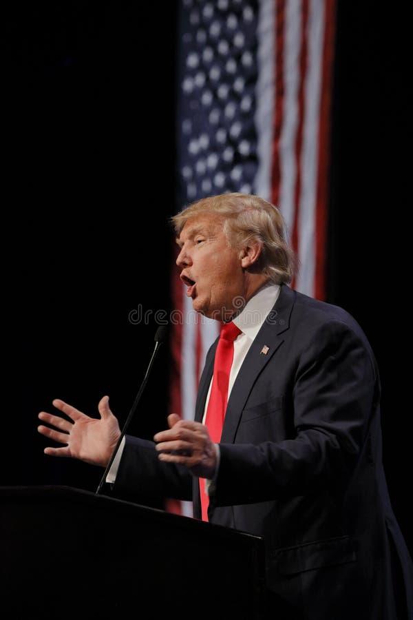 LAS VEGAS NEVADA, EL 14 DE DICIEMBRE DE 2015: El candidato presidencial republicano Donald Trump habla en el evento de campaña en imágenes de archivo libres de regalías