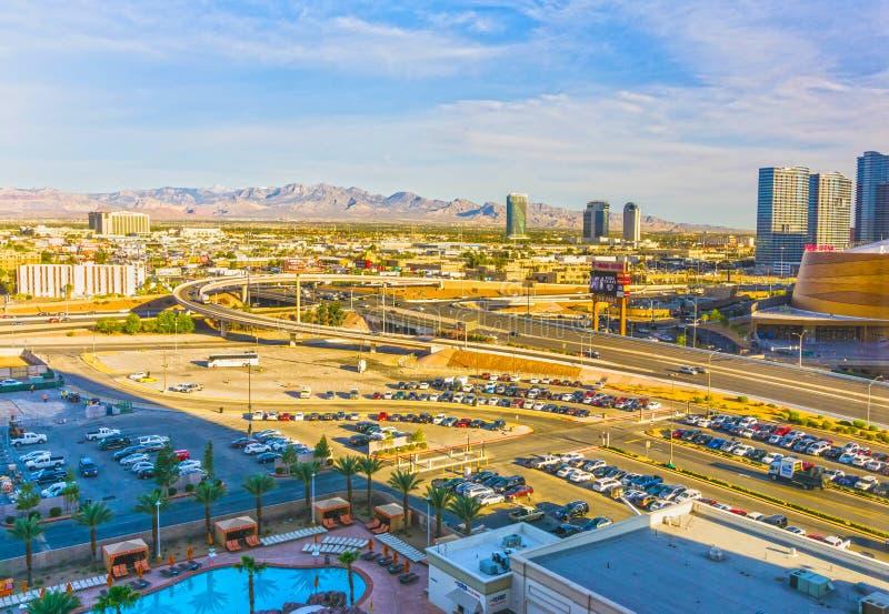 Las Vegas, Nevada, Estados Unidos da América - 4 de maio de 2016: A ideia arial de Las Vegas e da tira de Las Vegas fotos de stock royalty free