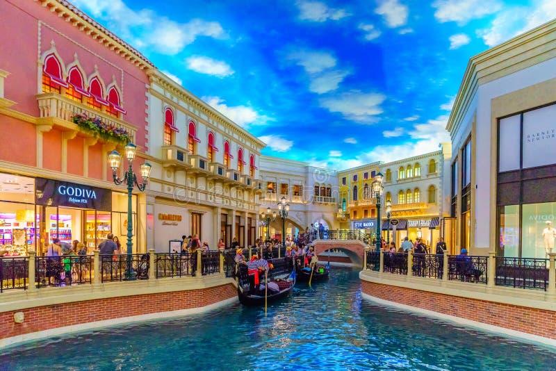 Las Vegas, Nevada los E.E.U.U. - 28 de julio de 2016 el hotel turístico y el casino venecianos, gondolero imagen de archivo