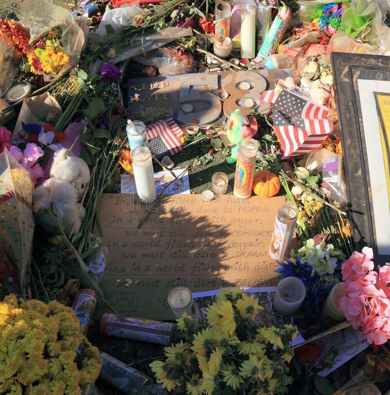 Las Vegas, Nevada: Placa y poema contra odio - en el sitio de luto después del tiroteo total 2017 foto de archivo