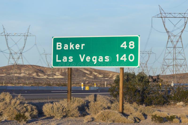 Las Vegas Nevada und Bäcker California Highway Sign lizenzfreie stockbilder
