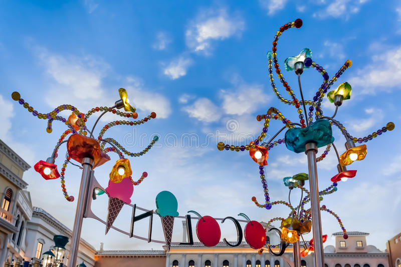 LAS VEGAS, NEVADA/USA - 2 DE AGOSTO: Luzes dos Arty no squa de St Mark fotos de stock royalty free