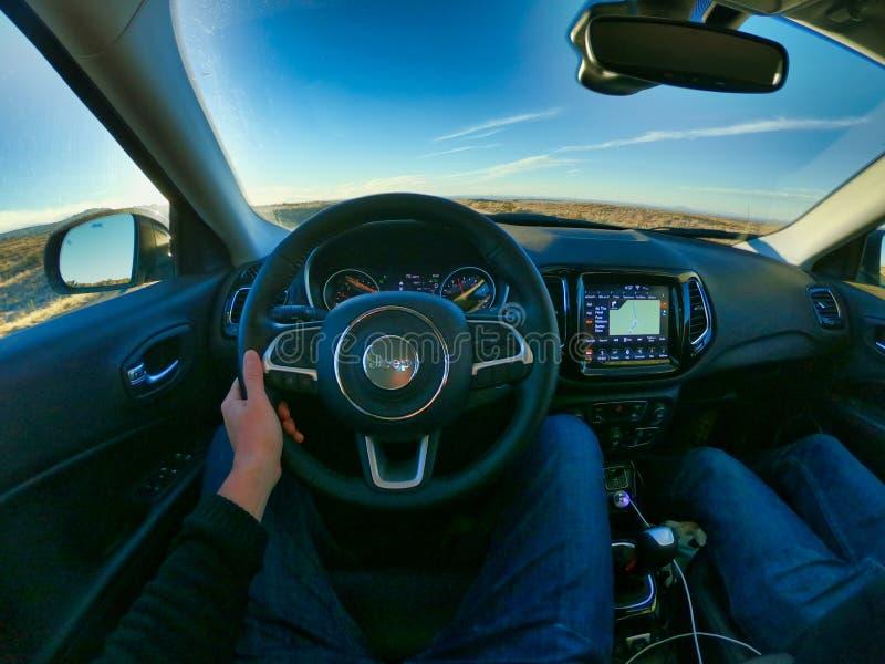 Las Vegas nevada, USA, 08/04/2019 som kör en bil i Amerika royaltyfria foton