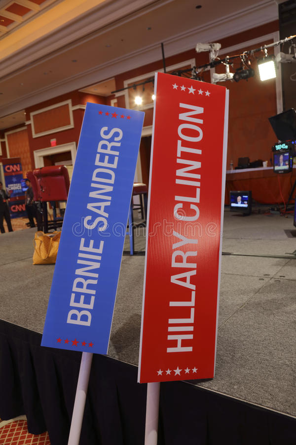 LAS VEGAS, NV CNN Demokratyczna prezydencka debata pokazuje - PAŹDZIERNIK 13, 2015 - Bernie Hillary Clinton i Sanders Podpisuje p fotografia royalty free