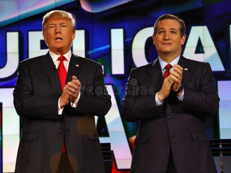 LAS VEGAS NV - DECEMBER 15: Republikansk presidentkandidatUSA-senator Ted Cruz och Donald J Trumfapplåd på CNN-republikanen pre royaltyfri fotografi