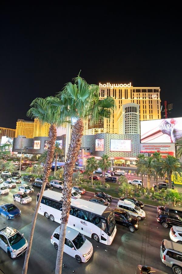 LAS VEGAS, NV - 29 GIUGNO 2018: Traffico di notte dell'automobile lungo il viale della striscia Las Vegas ? conosciuto come Sin C fotografia stock