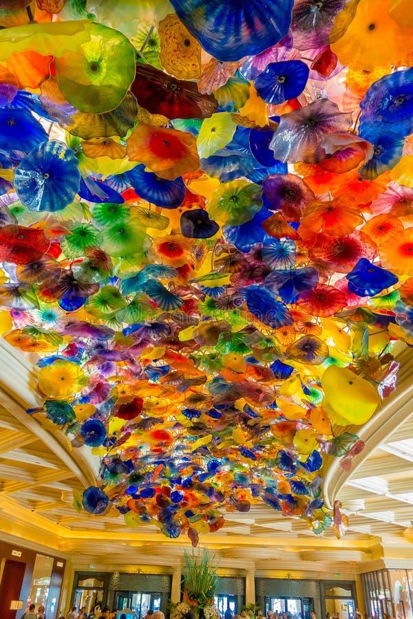 LAS VEGAS, NV - 21 NOVEMBER, 2016: Het Hand Geblazen Plafond van de Glasbloem bij het Bellagio Hotel op 8 November, 2014 in Las stock fotografie