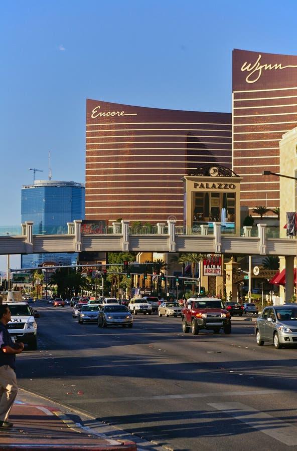 Las Vegas, NV, USA - Juni 29th, 2009 - för sikt Las Vegas ner remsa med den extranummer- och Wynn kasinot arkivfoto