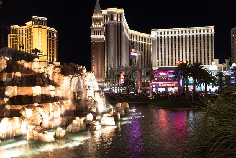 Las Vegas NV, USA 09032018: nattsikt av det Venetian från hägringvulkan arkivbilder