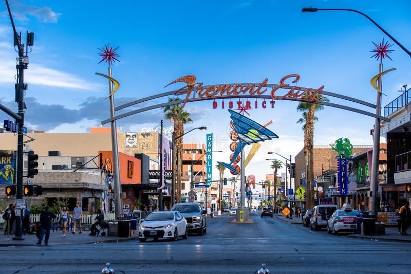 Las Vegas NV, USA 09032018: sikt av framontgataingången - den berömda gamla vegasen fotografering för bildbyråer