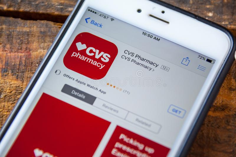 LAS VEGAS, NV - Wrzesień 22 2016 - CVS apteki iPhone App Wewnątrz obraz royalty free