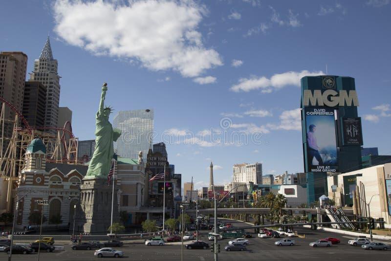 Las Vegas remsa med det New York New York hotellet och kasinot L och Mgm Grand Las Vegas arkivfoto