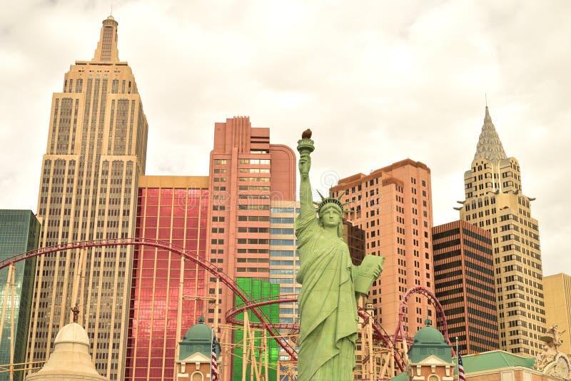 Las Vegas-Skyline mit grünem Freiheitsstatuen lizenzfreie stockfotografie