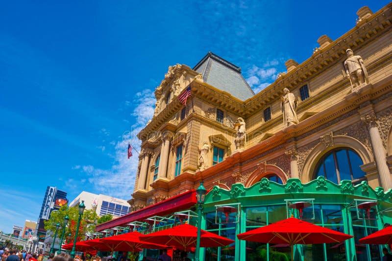 Las Vegas, Stati Uniti d'America - 5 maggio 2016: La vista dell'hotel di Parigi alla striscia di Las Vegas fotografie stock libere da diritti