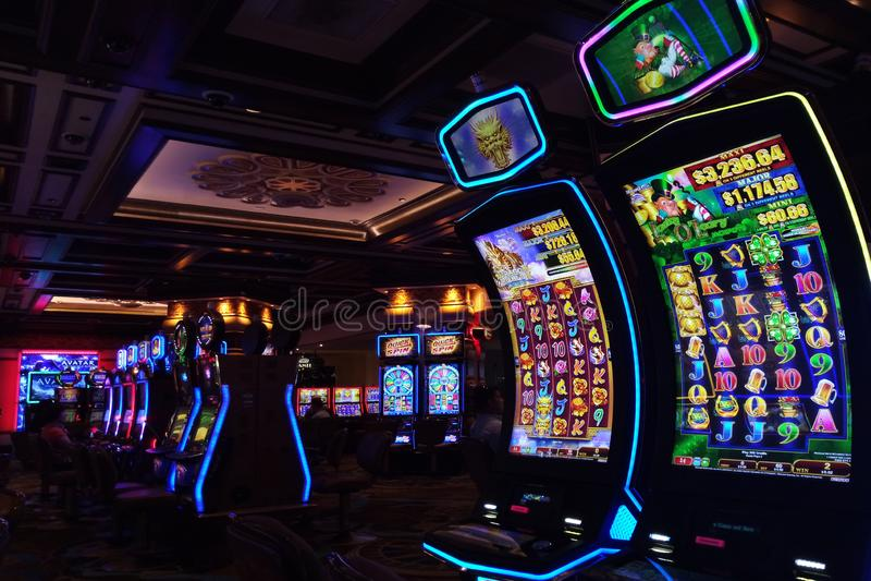 Las Vegas, U.S.A. - 9 settembre 2018: slot machine al casinò dell'isola del tesoro immagine stock libera da diritti
