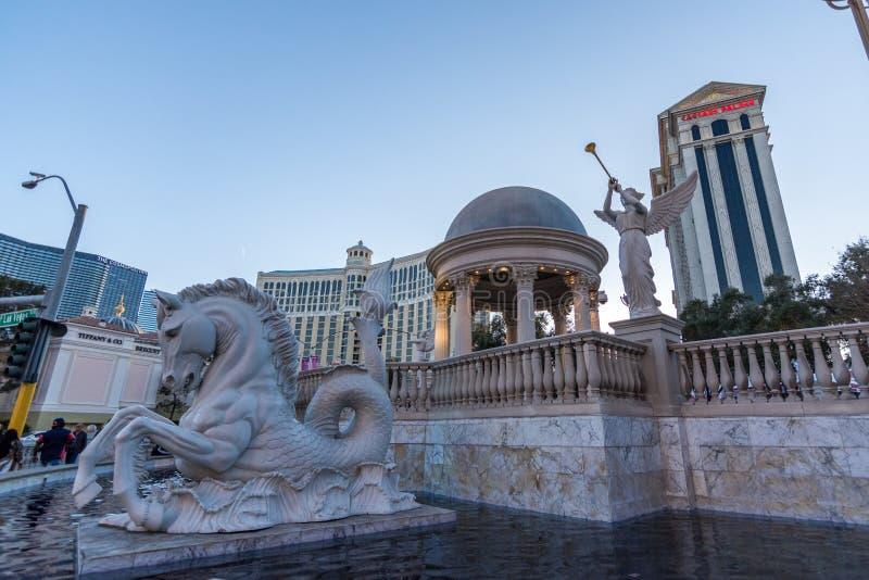Las Vegas USA - April 28, 2018: Den yttre främre springbrunnen av hotellet för slott för Caesar ` s royaltyfri fotografi