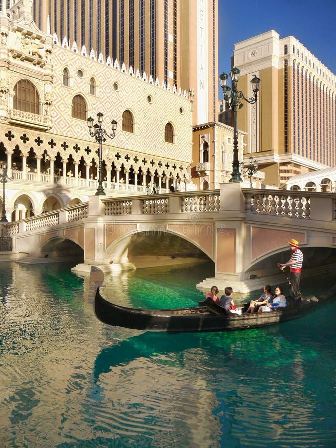 Las Vegas Venetian gondoler, turist- dragningar arkivfoto