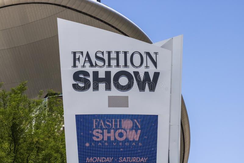 Las Vegas - vers en juillet 2017 : Mail de défilé de mode sur la bande de Las Vegas Avec plus de 250 magasins, le mail de défilé  photographie stock