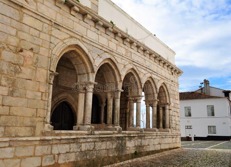 Las ventanas del claustro - nuestro señor de la capilla de los Innocents fotos de archivo libres de regalías