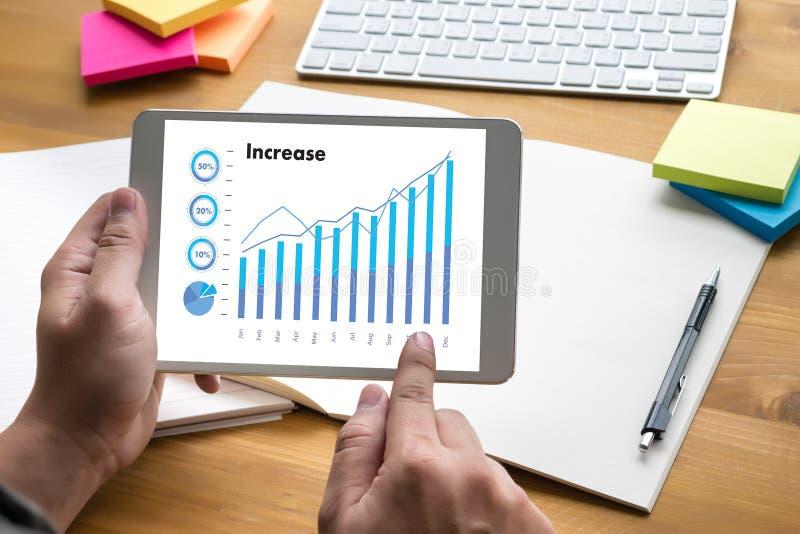 Las ventas negocio de muchas cartas y de los gráficos aumentan las partes Co de los ingresos foto de archivo libre de regalías