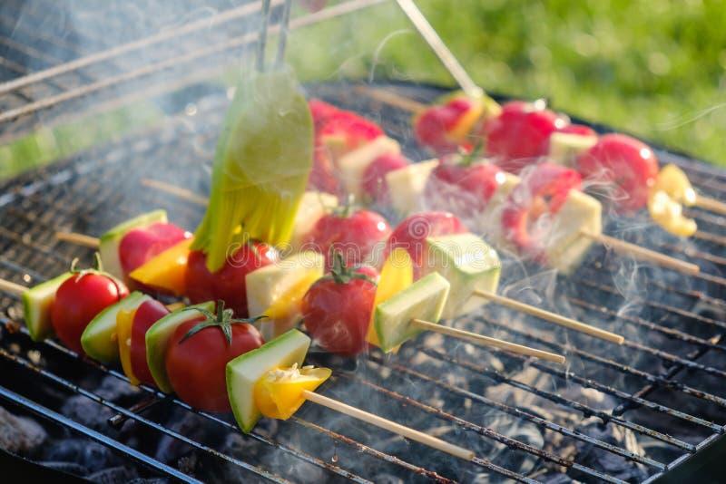 Las verduras asan a la parrilla el Bbq del adobo sano, asando a la parrilla la cena fotografía de archivo