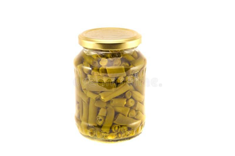 Las verduras rápidas de las habas verdes conservaron conservado en vinagre en el tarro de cristal imagen de archivo libre de regalías