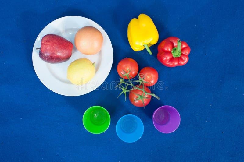 Las verduras y las frutas son una parte importante de una dieta sana, y la variedad está como importante imagen de archivo libre de regalías