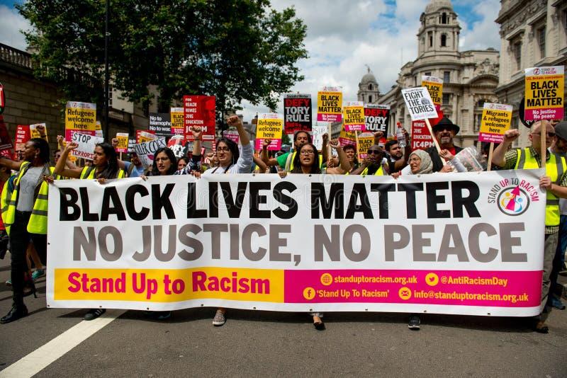 Las vidas negras importan/se levantan manifestación el racismo foto de archivo