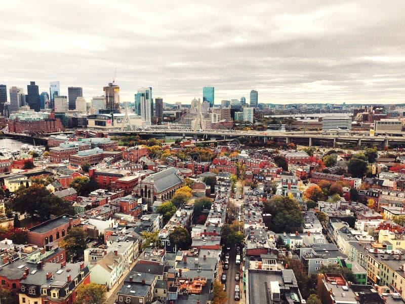 Las visiones desde el top del monumento del Bunker Hill en Boston foto de archivo