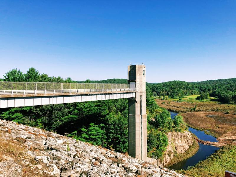 Las vistas de la presa de Thomaston y porciones del Naugatuck River Valley fotografía de archivo libre de regalías