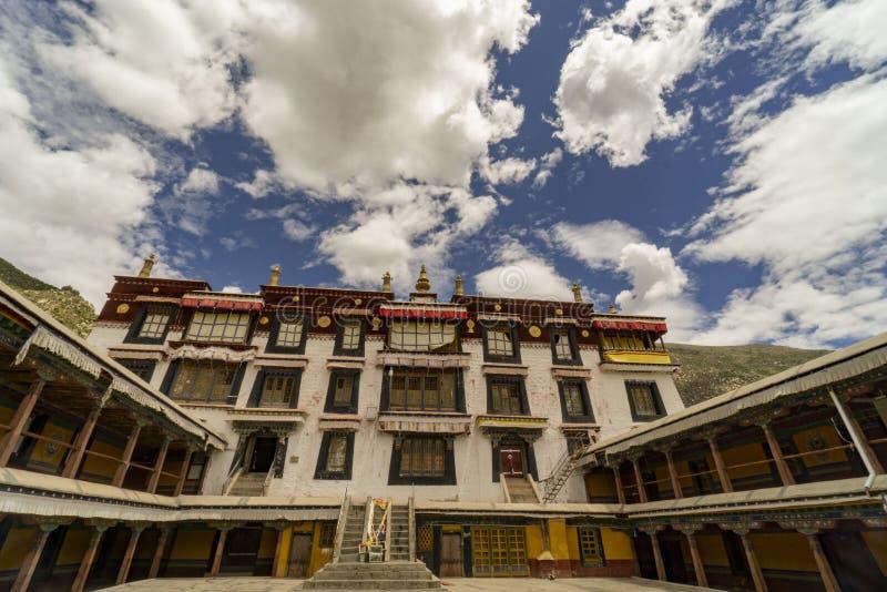 Lasa Tíbet anterior ahora China, monasterio de Drepung imagenes de archivo