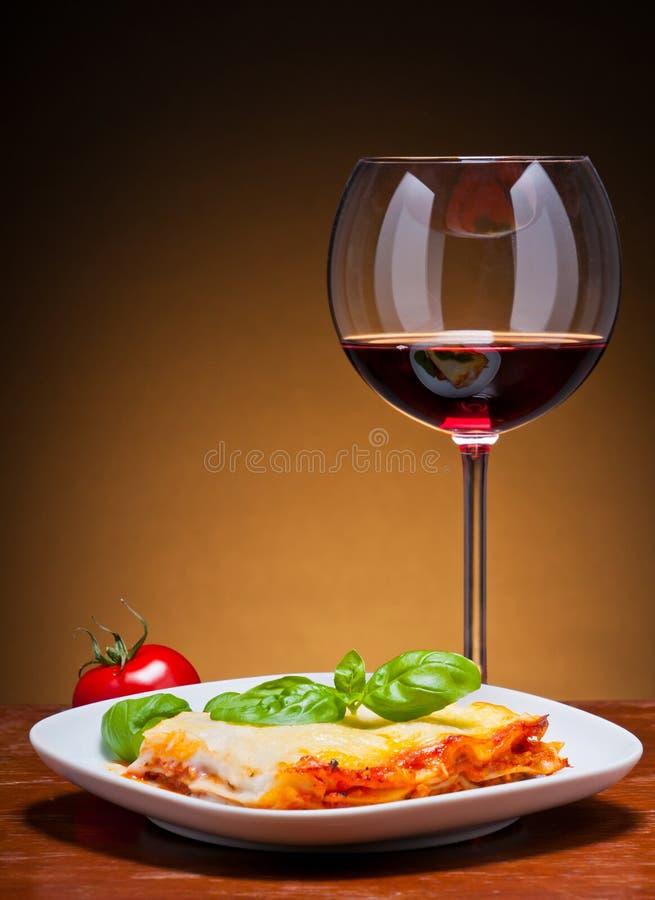 lasagna czerwone wino fotografia royalty free