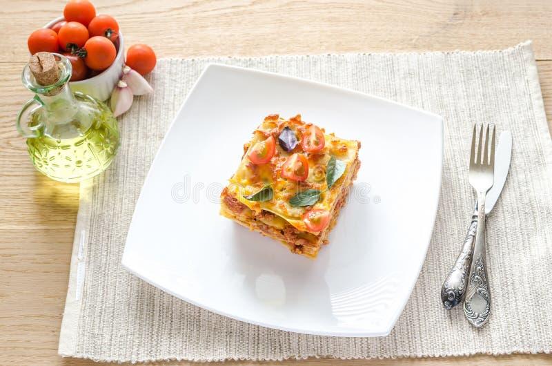 Lasagna's met kersentomaten stock afbeeldingen