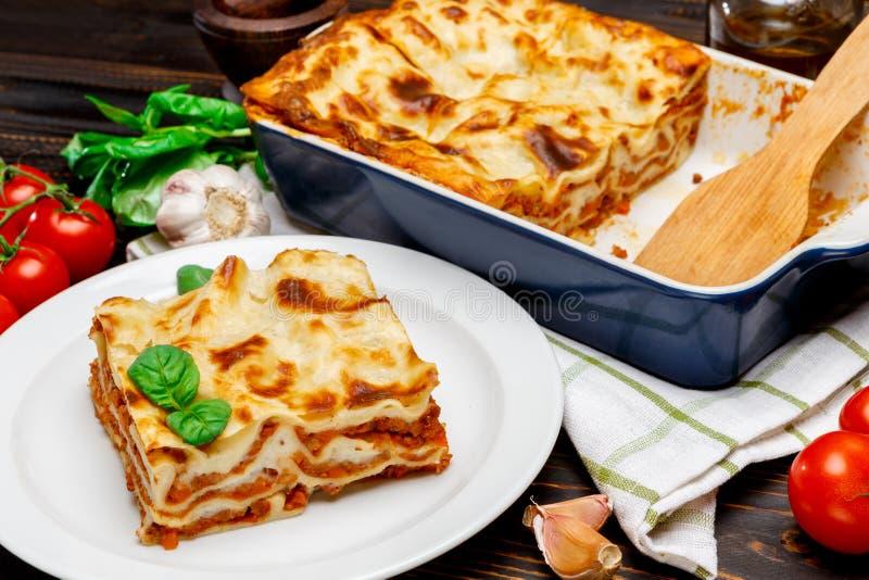 Lasagna w pieczenia naczyniu obrazy royalty free