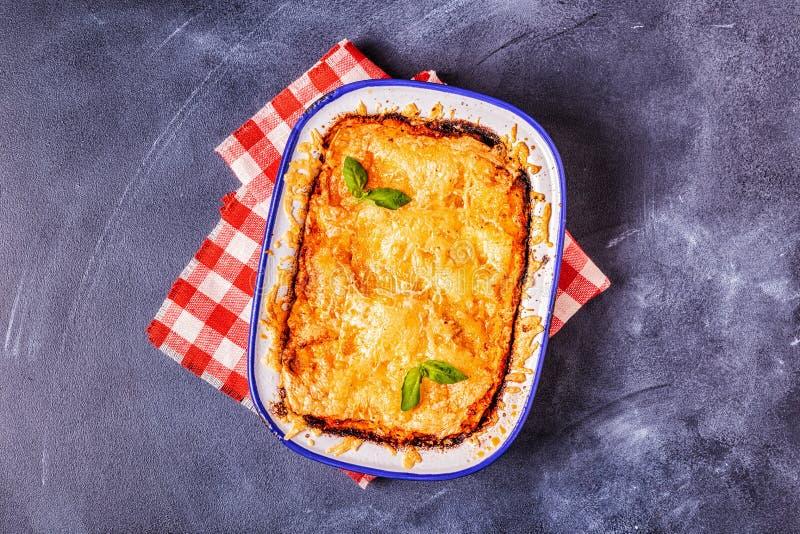 Lasagne al forno italiane tradizionali con le verdure, la carne tritata ed il formaggio immagini stock libere da diritti