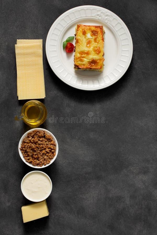 Lasagne al forno italiane tradizionali fatte con manzo tritato immagini stock