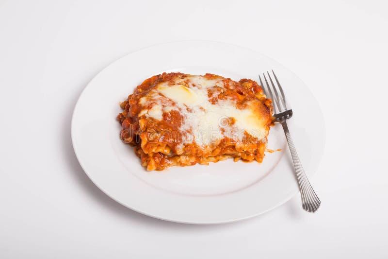 Lasagne al forno su bianco fotografia stock libera da diritti