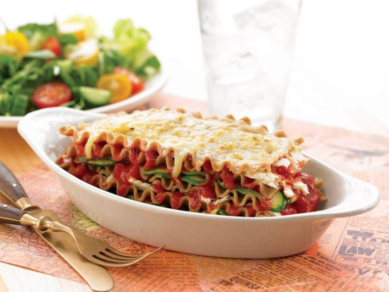 Lasagne al forno vegetariane della feta e dello zucchini immagini stock libere da diritti