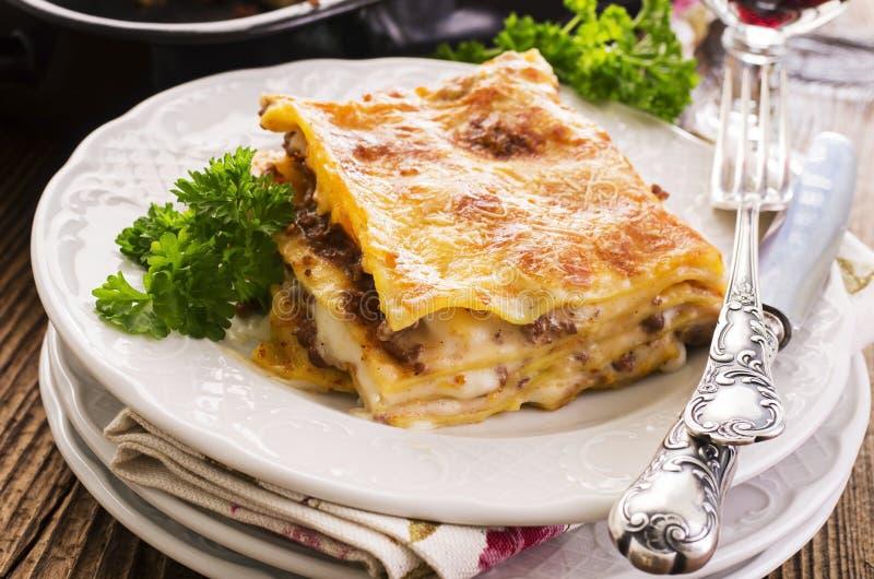 Lasagne avec la viande hachée images libres de droits