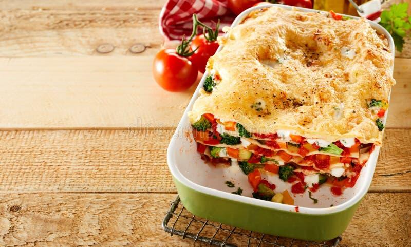 Lasagne végétal fait maison fraîchement cuit au four photographie stock libre de droits