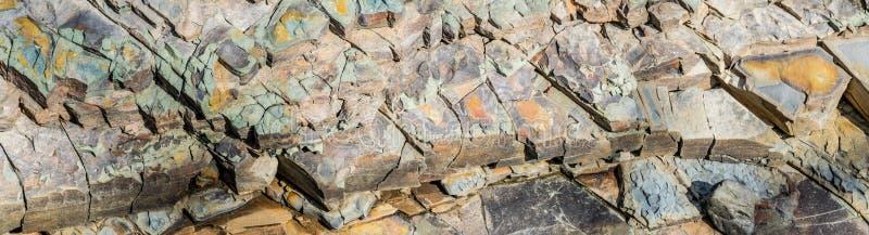 Lascas de pedra Fim do Argillite acima do fundo largo fotos de stock royalty free